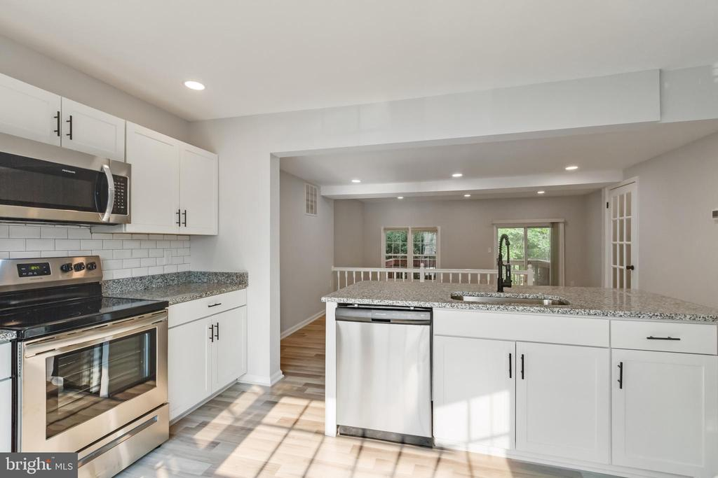 Kitchen with new Stainless Steel Appliances - 11572 OVERLEIGH DR, WOODBRIDGE