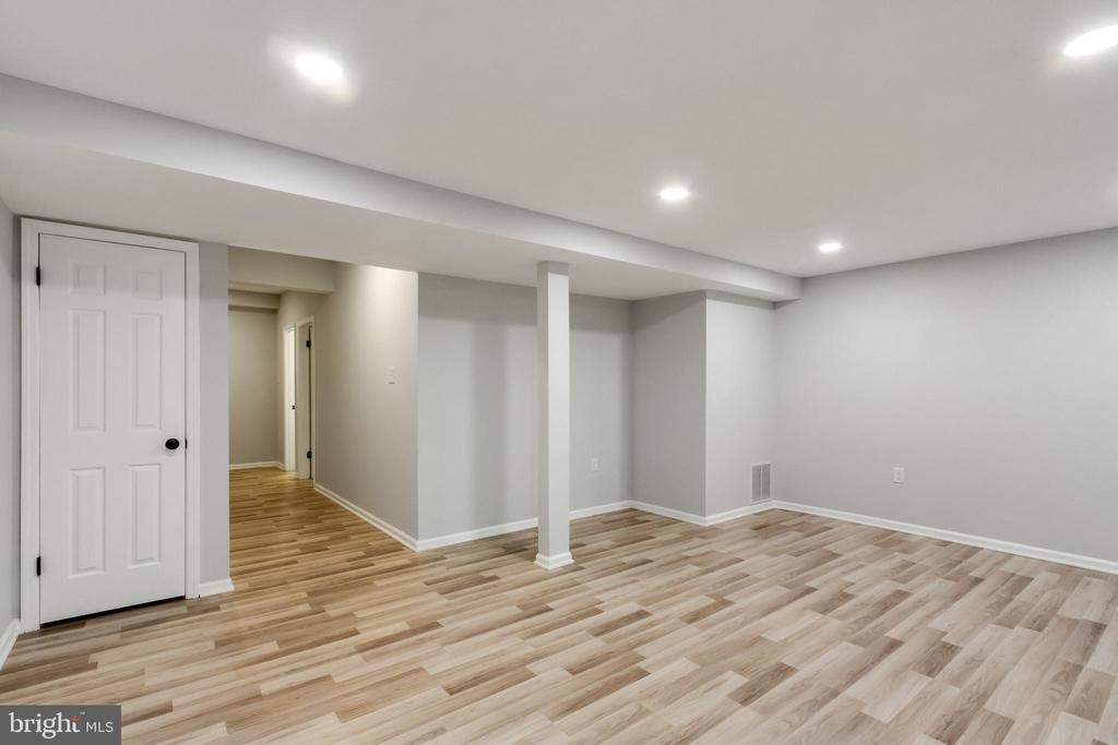 Basement Family Room - 11572 OVERLEIGH DR, WOODBRIDGE