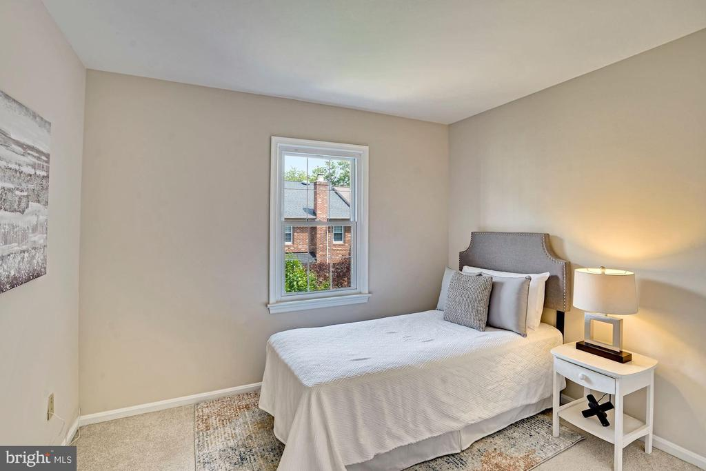 Second Bedroom - 10133 VILLAGE KNOLLS CT, OAKTON