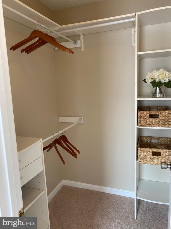 Master Bedroom Walk-in Closet w/built-ins - 7960 CALVARY CT #138, MANASSAS