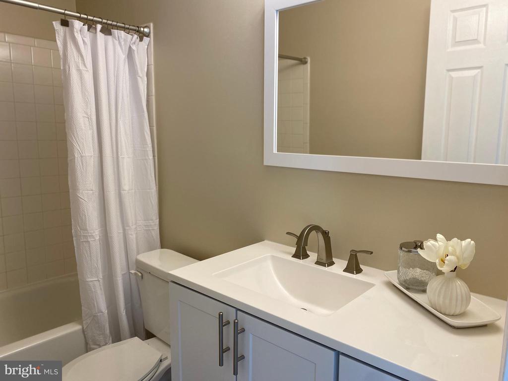 UL Hall bath - New Vanity, Mirror & Light - 7960 CALVARY CT #138, MANASSAS