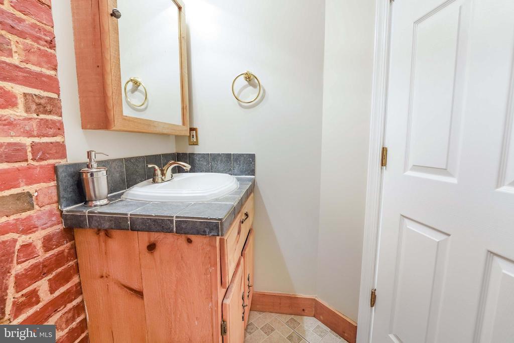 Full Bathroom - 21 E SOUTH ST, FREDERICK