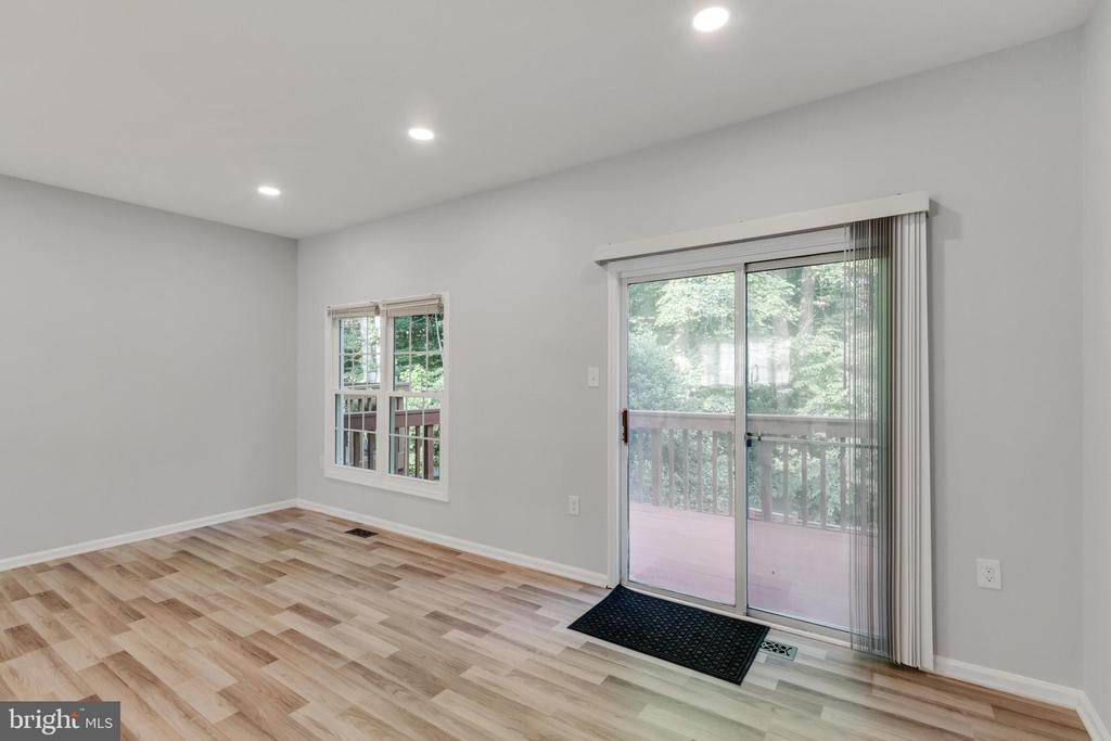 Living Room with Sliding Doors to Deck - 11572 OVERLEIGH DR, WOODBRIDGE