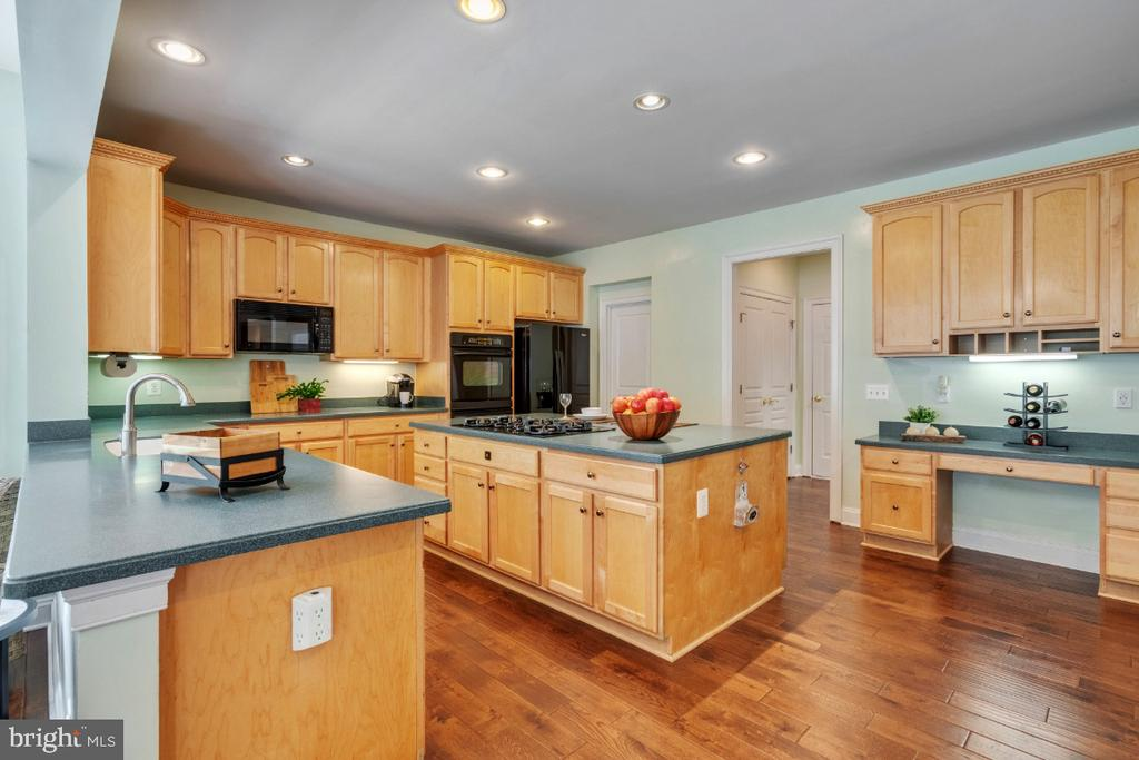 Gourmet Kitchen with Tons of Cabinetry - 6809 CLIFTON GROVE CT, CLIFTON