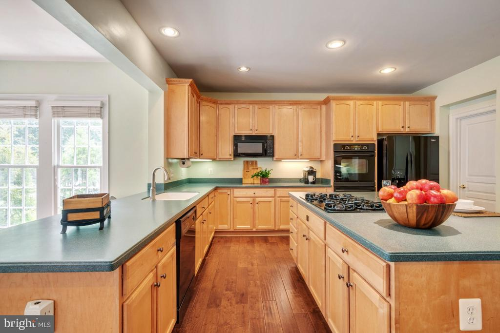 Gourmet Kitchen with Breakfast Bar - 6809 CLIFTON GROVE CT, CLIFTON