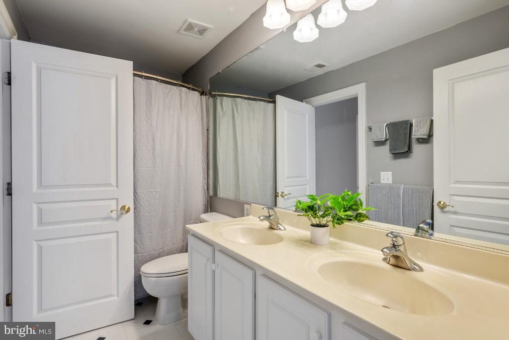 3rd Full Bathroom on the Upper Level - 6809 CLIFTON GROVE CT, CLIFTON