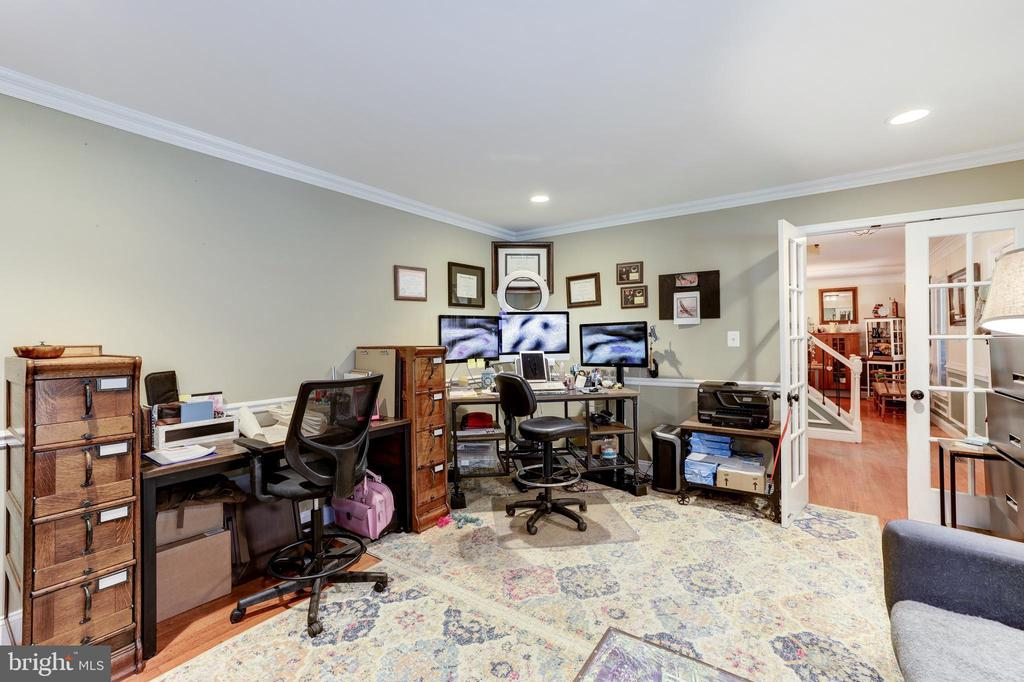 Oversized home office - 8104 FLOSSIE LN, CLIFTON