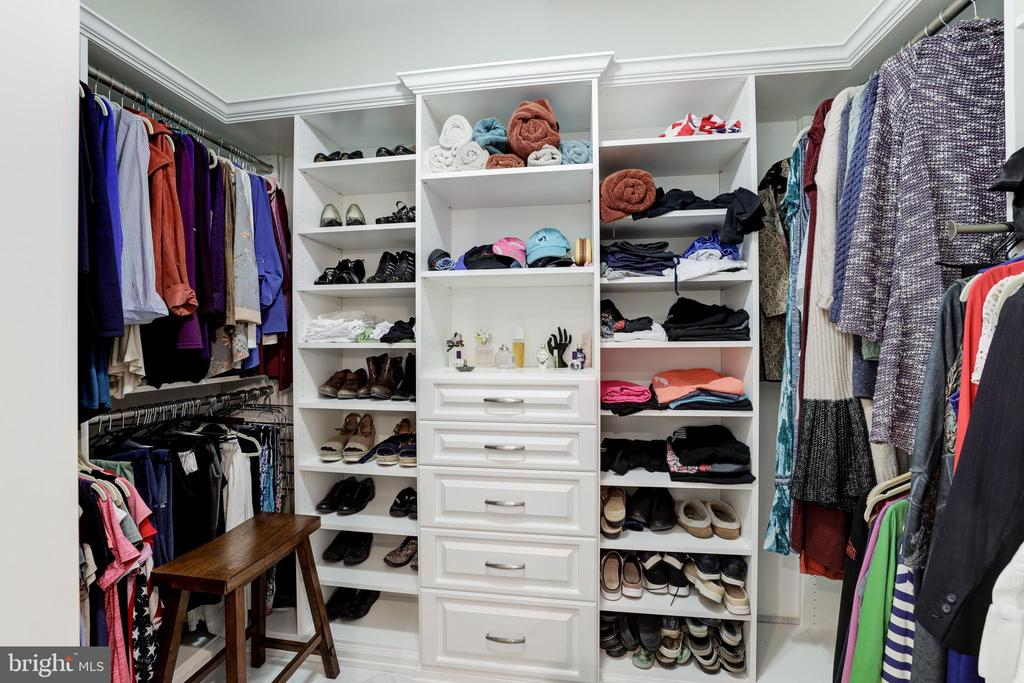 Large Walk-In Closet - 8104 FLOSSIE LN, CLIFTON