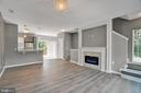 Stunning & Cozy Open Concept Family Room! - 23114 BLACKTHORN SQ, STERLING