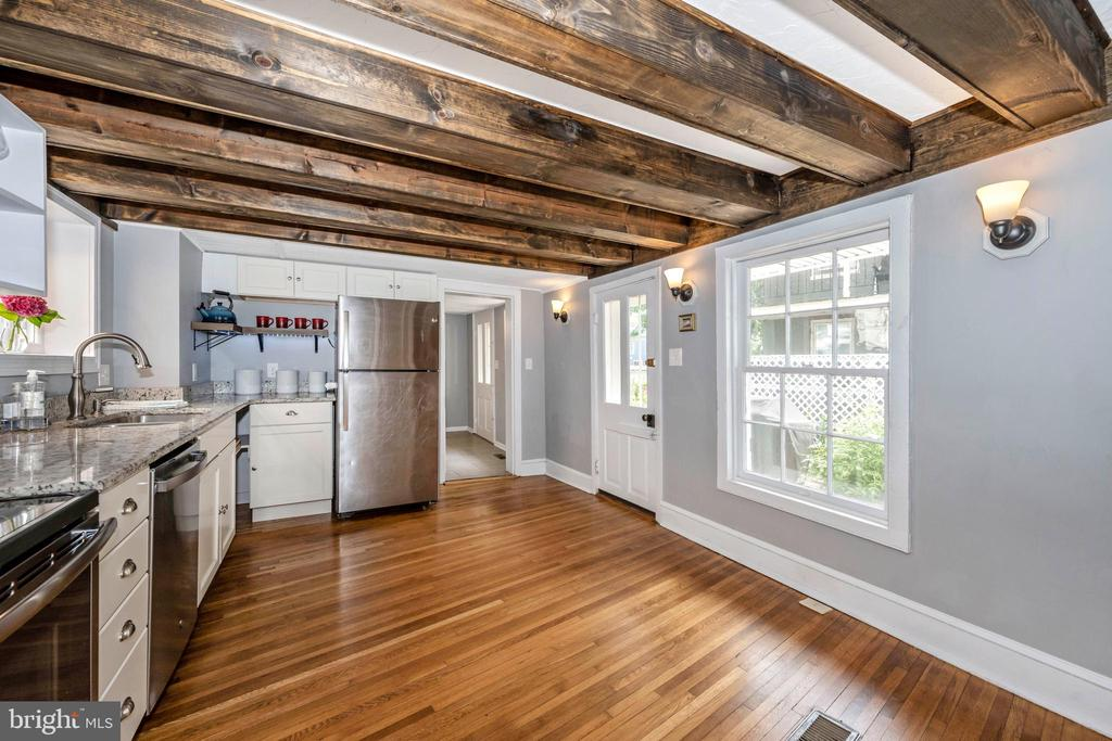 Kitchen with beamed ceiling, granite, stainess, - 123 W 5TH ST, FREDERICK