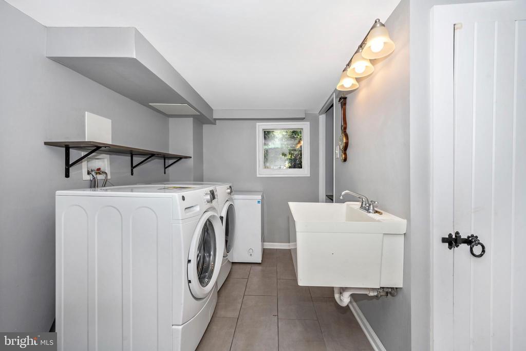 Laundry room w/ utility sink, tile floor, storage - 123 W 5TH ST, FREDERICK