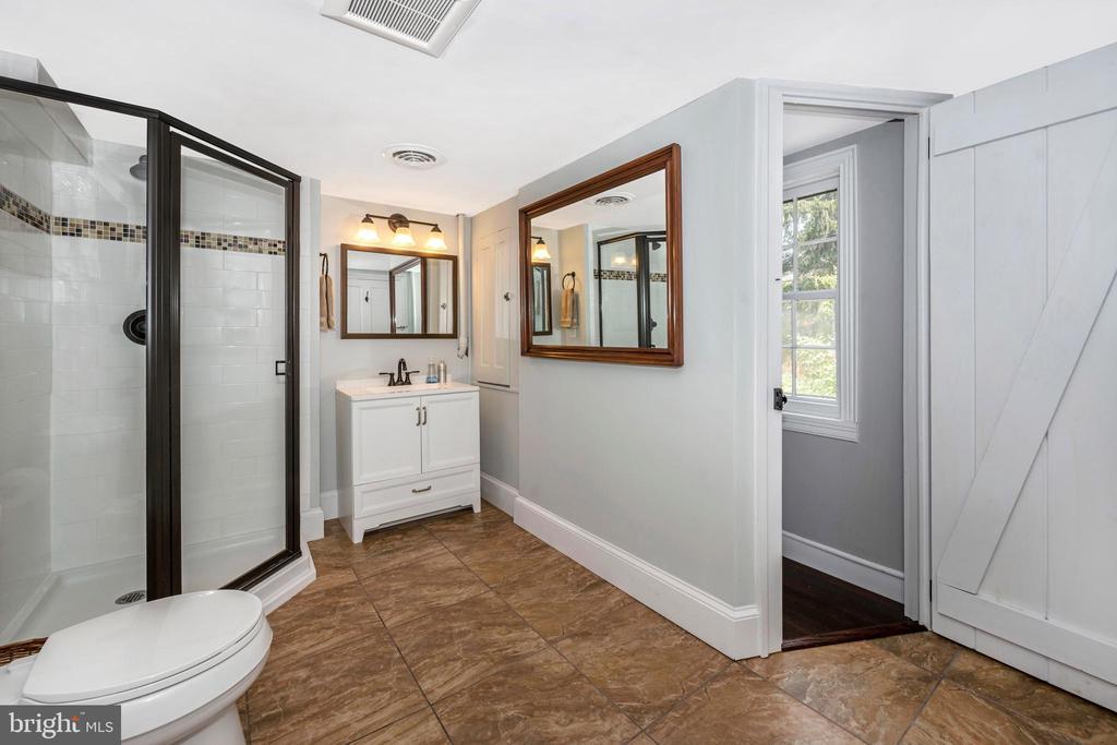 Primary bath, new vanity - 123 W 5TH ST, FREDERICK