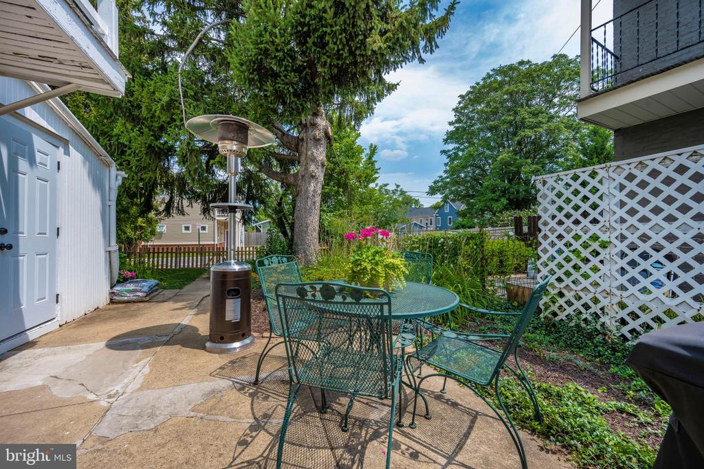 Patio leads to rear garden and lawn - 123 W 5TH ST, FREDERICK