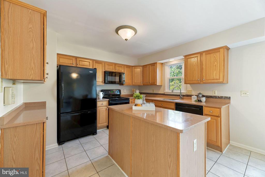 Kitchen is Very Generously Sized! - 8009 MERRY OAKS LN, VIENNA