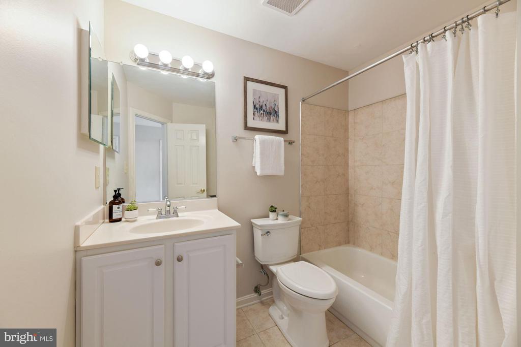 Full Bathroom #2 - Freshly Painted 1 Week Ago! - 8009 MERRY OAKS LN, VIENNA