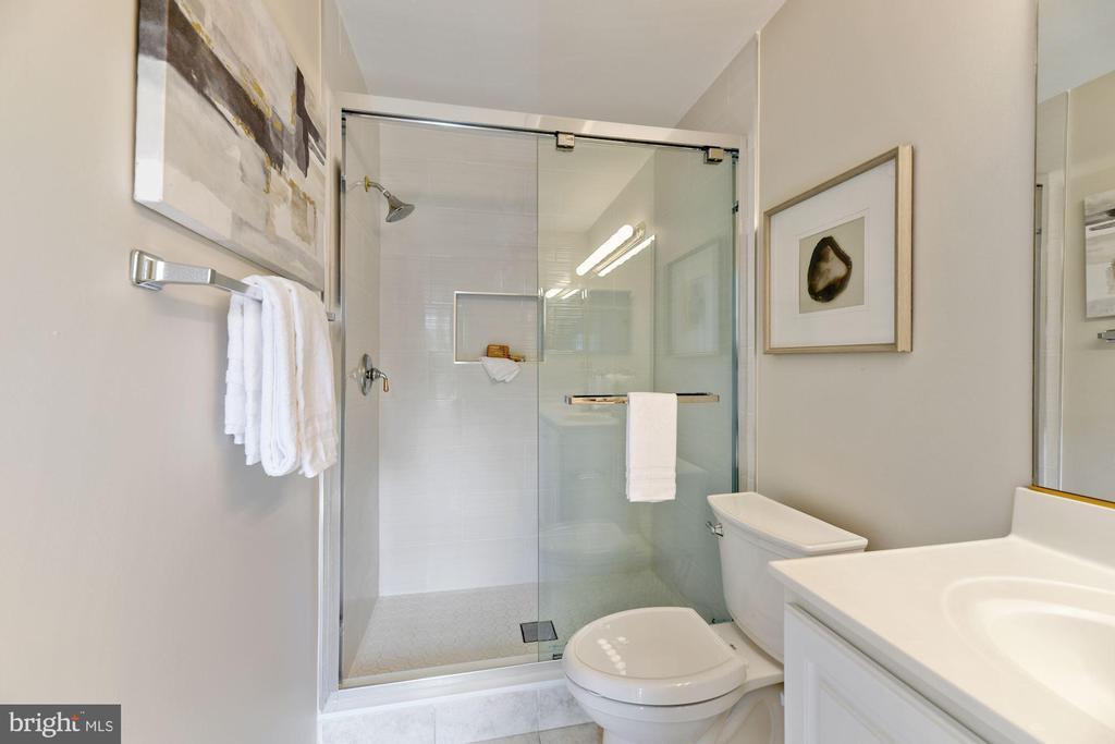 Primary Bathroom - Dual Sinks + Gorgeous Shower - 8009 MERRY OAKS LN, VIENNA