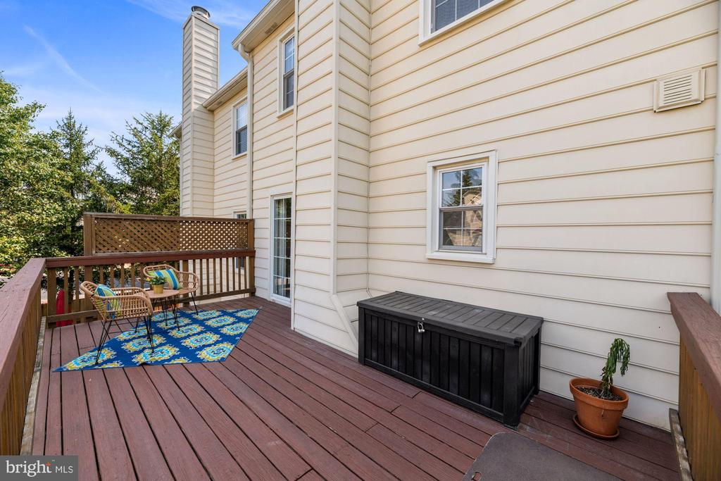 Deck - Perfect for Relaxing or Entertaining! - 8009 MERRY OAKS LN, VIENNA