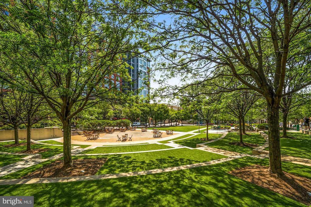 Perfect Spot for Relaxing or an Outdoor Lunch - 12079 CHANCERY STATION CIR, RESTON