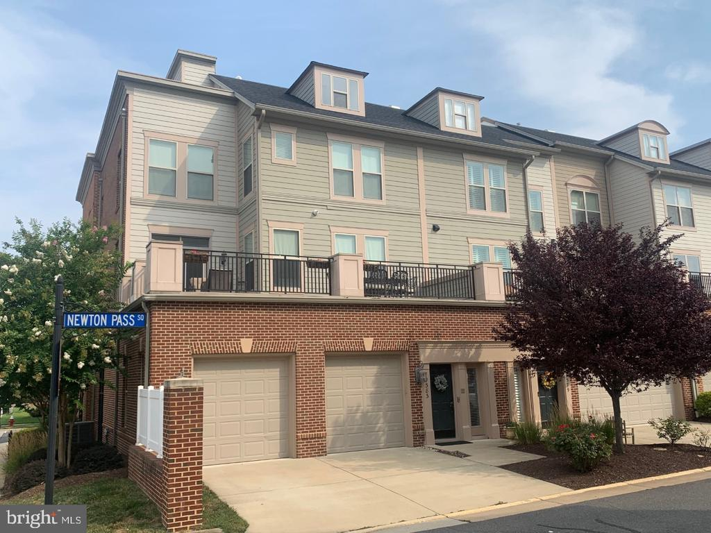 4 Levels of Living Space with 2 Outdoor Terraces - 19383 NEWTON PASS SQ #R06V, LEESBURG