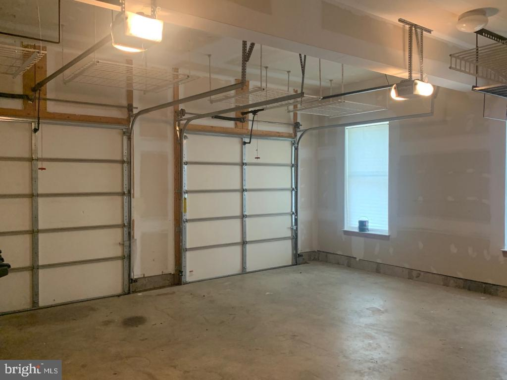 HUGE 2-car garage with ample storage space - 19383 NEWTON PASS SQ #R06V, LEESBURG