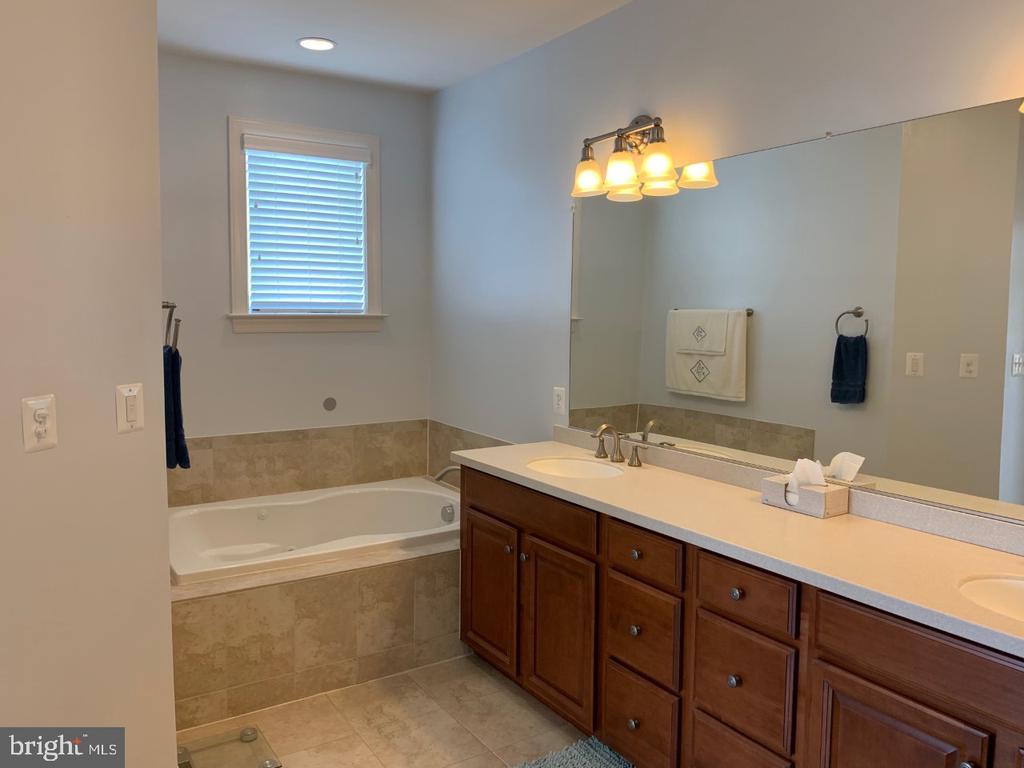 Spa like master bathroom with upgraded tile - 19383 NEWTON PASS SQ #R06V, LEESBURG