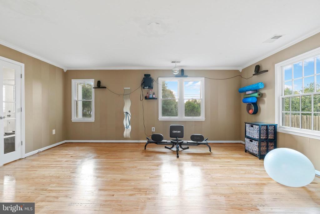 Workout Room or Formal Living Room - 5609 S QUAKER LN, ALEXANDRIA