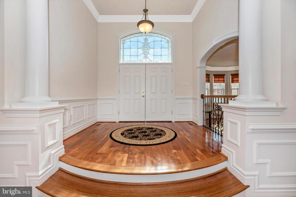 Grand Foyer - 7525 OLD RECEIVER RD, FREDERICK