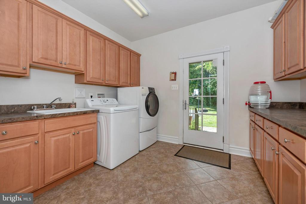 Laundry Room w/ Sink and Extra Cabinetry Space - 7525 OLD RECEIVER RD, FREDERICK