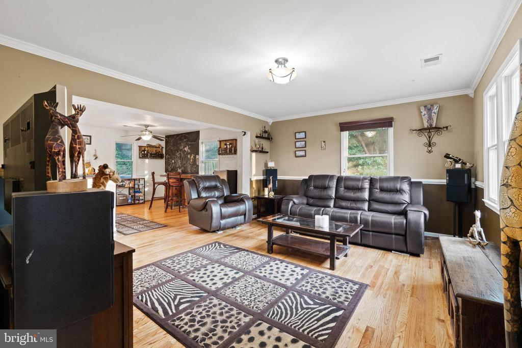Living Room - 5609 S QUAKER LN, ALEXANDRIA