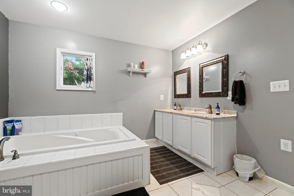 Master Bath - 5609 S QUAKER LN, ALEXANDRIA