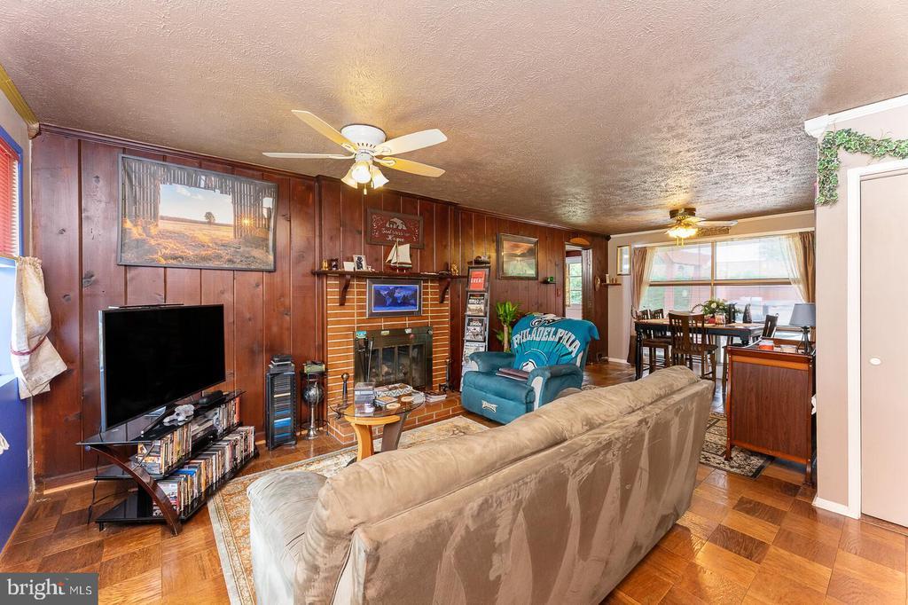 Living Room - 4800 FLOWER LN, ALEXANDRIA
