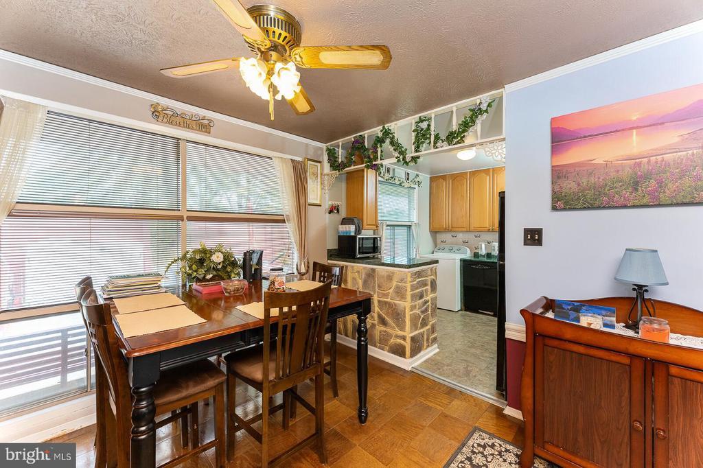 Dining area next to kitchen. - 4800 FLOWER LN, ALEXANDRIA