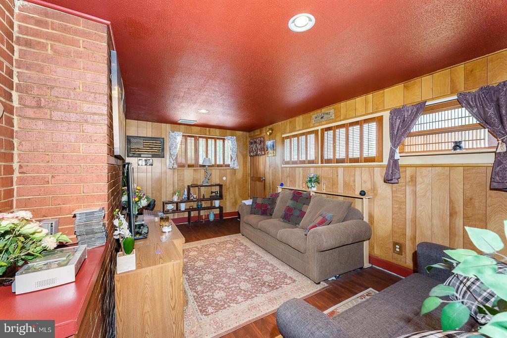 Spacious den/family room. - 4800 FLOWER LN, ALEXANDRIA