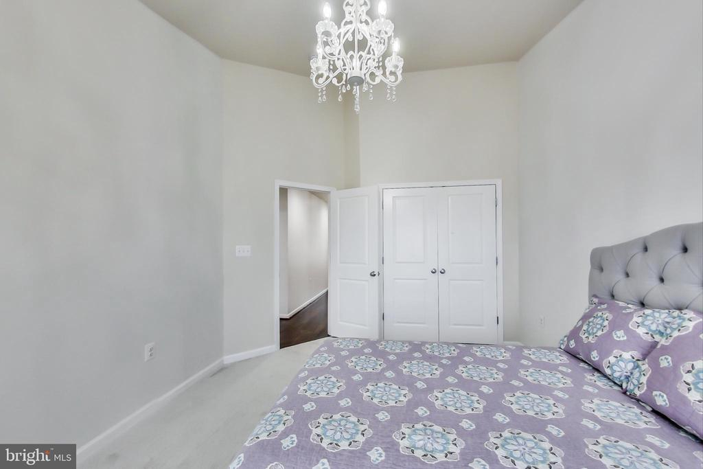 HW floors in hall & plush carpeting in BRs - 23636 SAILFISH SQ, BRAMBLETON