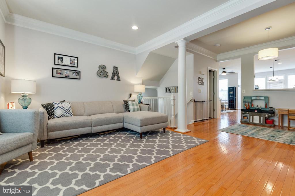 Open Family Room with Hardwood Floors - 43813 LEES MILL SQ., LEESBURG
