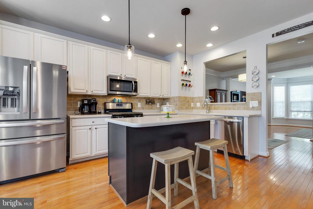 Open Kitchen with Island - 43813 LEES MILL SQ., LEESBURG