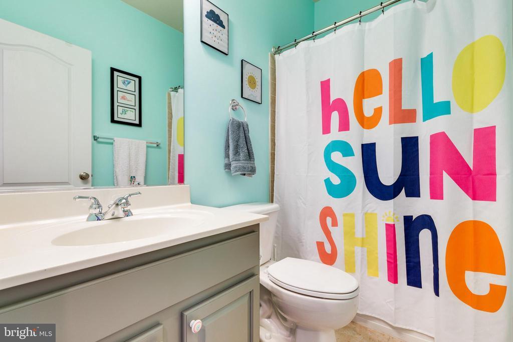 Hall Bathroom - 43813 LEES MILL SQ., LEESBURG