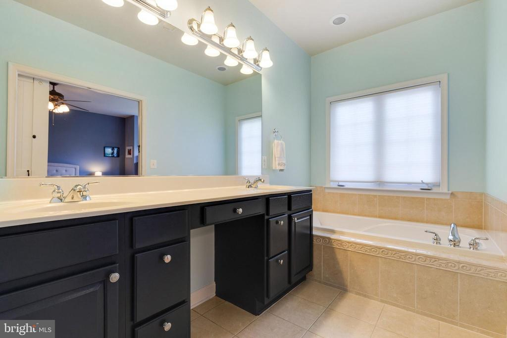 Freshly Painted Vanity - 43813 LEES MILL SQ., LEESBURG