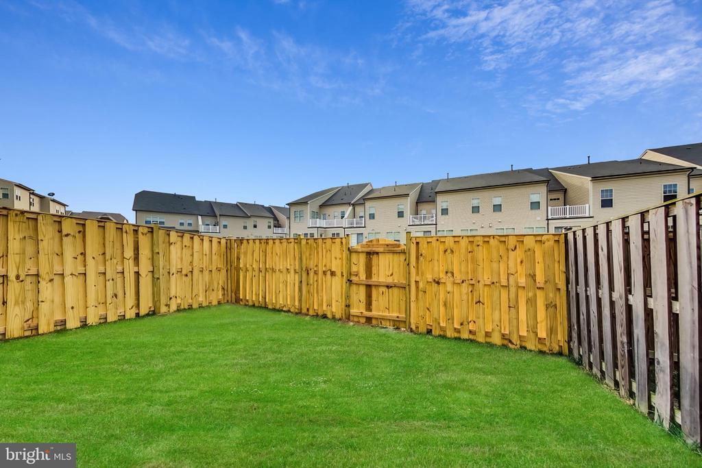 Newly installed fence July 2021 - 23636 SAILFISH SQ, BRAMBLETON