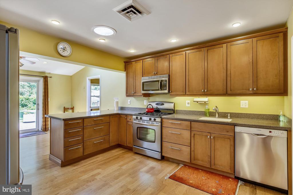 Kitchen - 6204 EVERGLADES DR, ALEXANDRIA