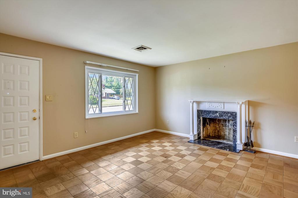Living Room with Fireplace - 6204 EVERGLADES DR, ALEXANDRIA