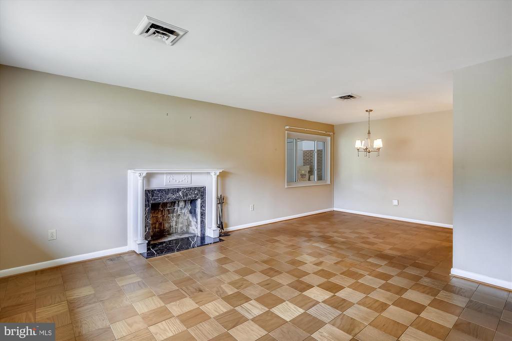 Living Room w/Fireplace - 6204 EVERGLADES DR, ALEXANDRIA