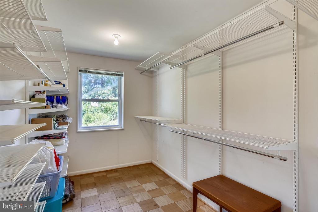 Primary Bedroom Closet - 6204 EVERGLADES DR, ALEXANDRIA