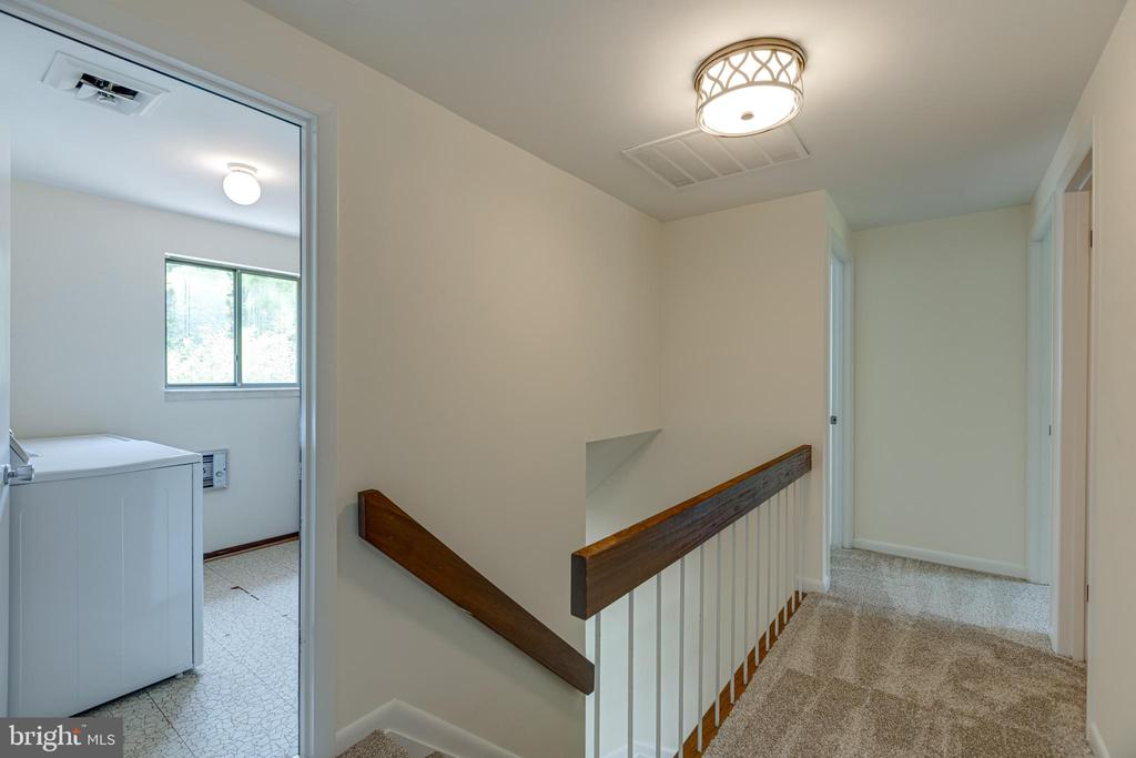 Upstairs hall - 1534 YOUNGS POINT PL, HERNDON