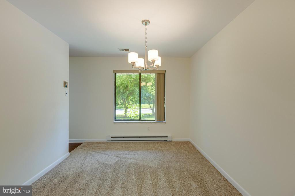Dining Room with large picture window - 1534 YOUNGS POINT PL, HERNDON