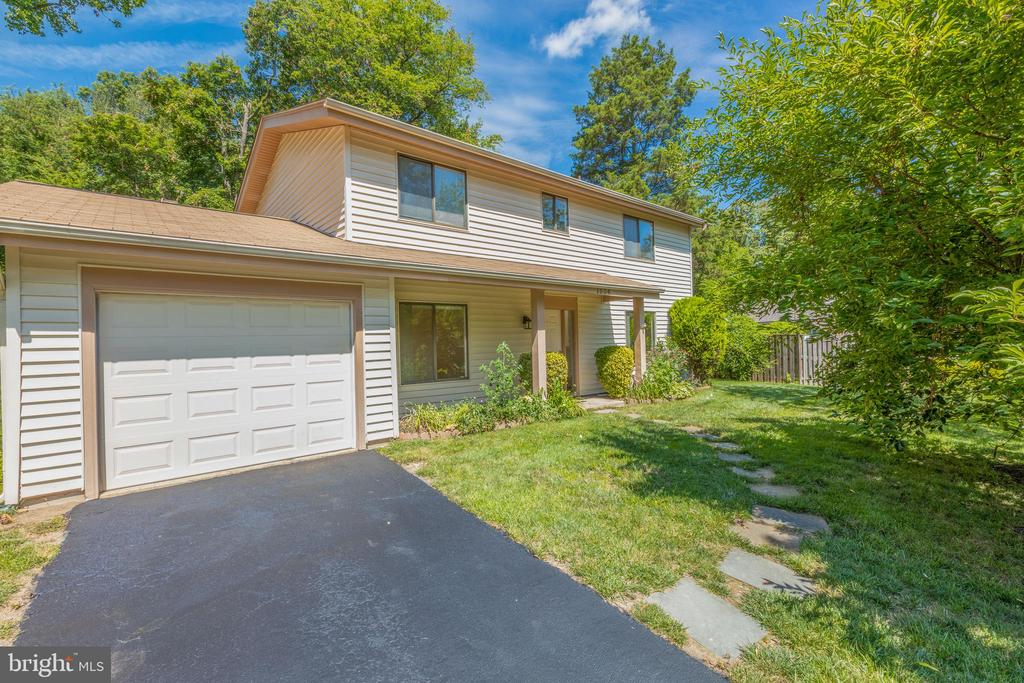 Single Family home with a 1 car garage - 1534 YOUNGS POINT PL, HERNDON