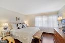 Sunny & Bright Master Bedroom w/2 Walk-ins w/Elfa - 12079 CHANCERY STATION CIR, RESTON