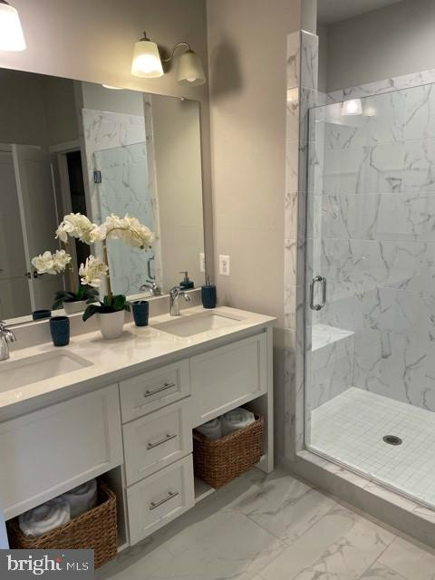 MASTER BATH WITH DOUBLE SINKS AND SHOWER W/ BENCH - 1955 ROLAND CLARKE PL #29, RESTON