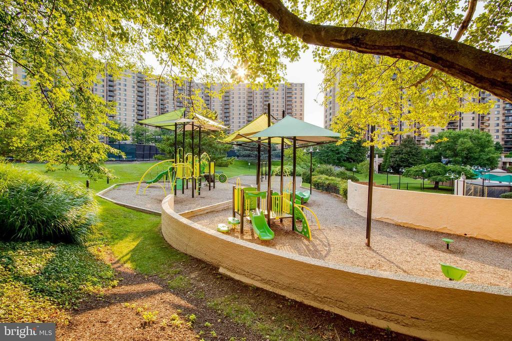 Playground - 307 YOAKUM PKWY #1726, ALEXANDRIA