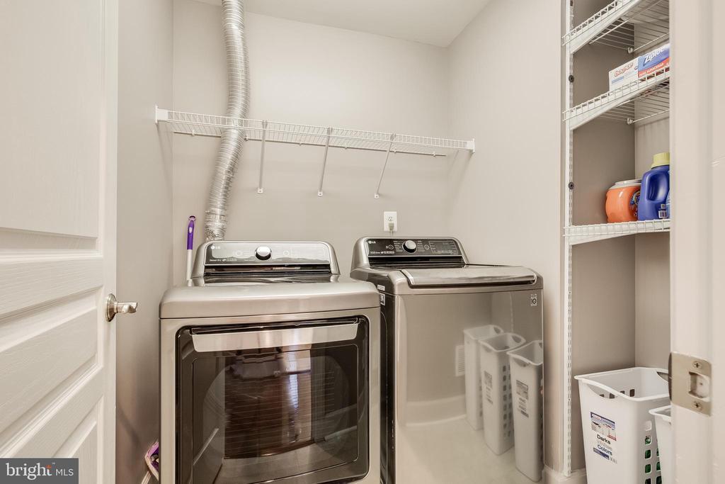 Upper level laundry - 23247 CHRISTOPHER THOMAS LN, BRAMBLETON